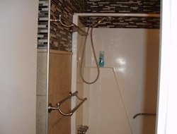 Bath and Shower Combination & double towel bars for those towels